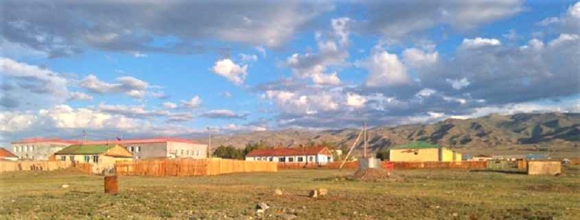 Die Projektgebäude in Khaliun